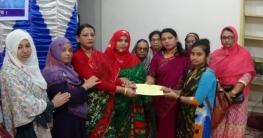 দিনাজপুরে ১১ দরিদ্র ছাত্রীকে উপবৃত্তি দিয়েছে লেডিস ক্লাব