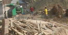 ঠাকুরগাঁওয়ে চলছে ভবন নির্মাণ কাজ: স্বাস্থ্য ঝুঁকিতে শ্রমিকরা