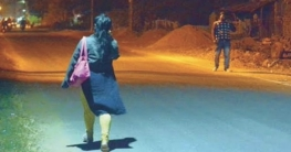 উত্ত্যক্তকারীদের ধরতে সাধারণ নারী সেজে রাস্তায় ঘুরছে ভারতীয় পুলিশ