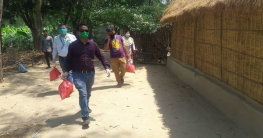 কর্মহীন মানুষের বাড়ি বাড়ি ছুটছেন ইএসডিও'র কর্মীরা