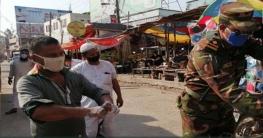 করোনাররোধে রংপুরে হাত ধোয়া শেখাচ্ছেন সেনা সদস্যরা
