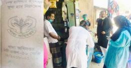 ঘোড়াঘাটে ভিজিডির চাল বিক্রি: হাতেনাতে ধরলেন ছাত্রলীগ নেতা