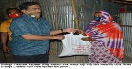 দিনাজপুরে বাড়ী বাড়ী গিয়ে খাদ্যসামগ্রী পৌঁছে দিচ্ছেন এমপি গোপাল