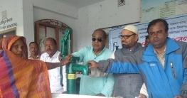 সৈয়দপুরে জেলা পরিষদের উদ্যোগে হতদরিদ্রদের মাঝে টিউবওয়েল বিতরণ