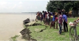 গাইবান্ধার ৩৩ পয়েন্টে ভাঙন শুরু: নদীর পেটে শতাধিক ঘরবাড়ি