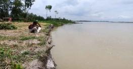 নদী ভাঙন: লালমনিরহাটে নির্ঘুম রাত কাটছে তিস্তা পাড়ের মানুষদের