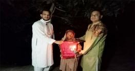 সাদুল্লাপুরেপ্রধানমন্ত্রীর উপহার নিয়ে অসহায়দের পাশে ইউএনও