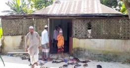 কুড়িগ্রাম জেলারসীমান্তের এক মসজিদে দুই বাংলার মানুষ