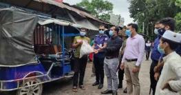জরিমানা না করে খাদ্য দিয়ে রিকশাচালকদের বাড়ি পাঠিয়ে দিলেন ইউএনও