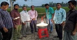 সুন্দরগঞ্জে পোকা দমনে কৃষকের কাছে জনপ্রিয় হয়ে উঠেছে'আলোক ফাঁদ'